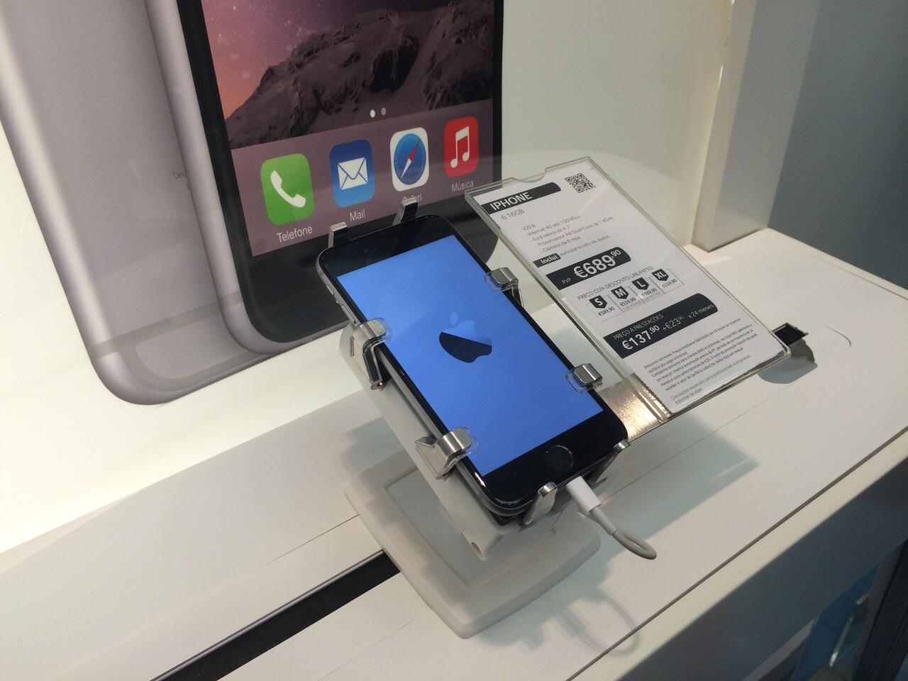 gripzo-secures-iphone-6-apple-logo-screen-.jpg