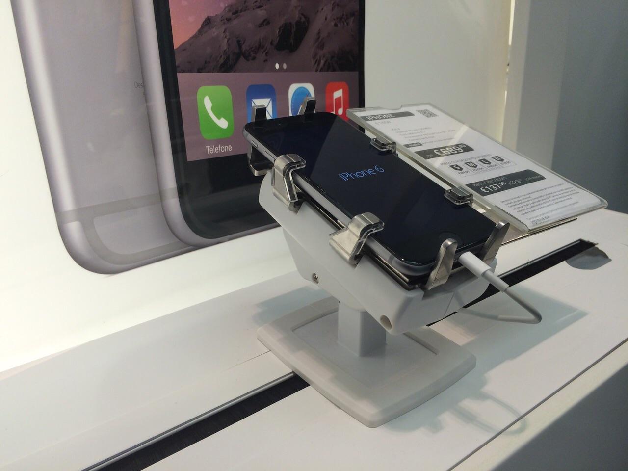 gripzo-secures-iphone-6-black-screen-.jpg
